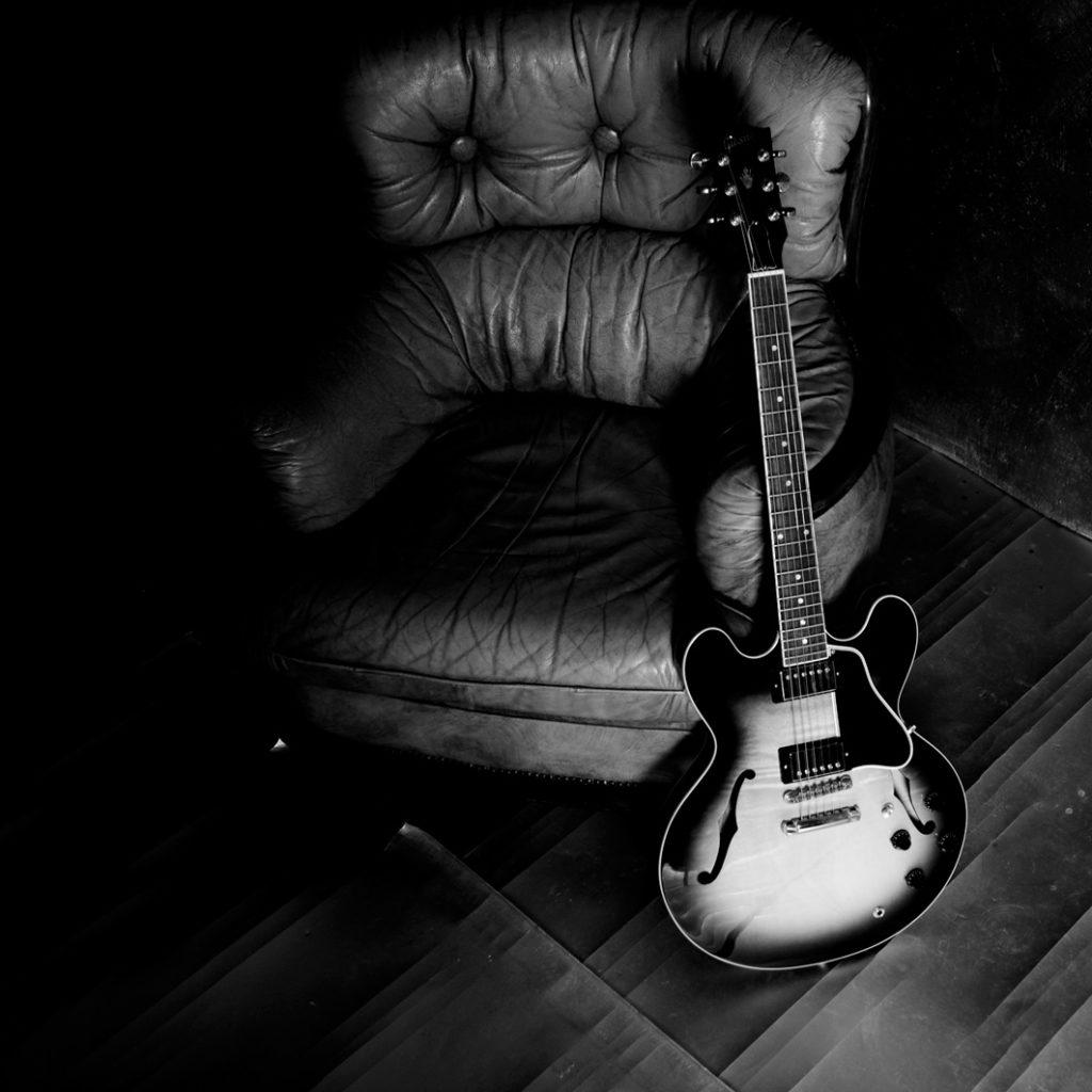 chitarra guitar black and white